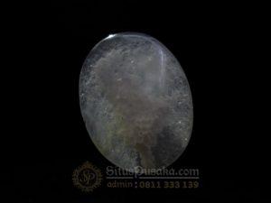 Batu Mustika Pembangkit Energi Paranormal Putih